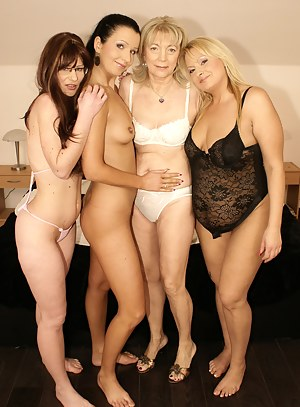 Free Lesbian Moms Humping Porn Pictures