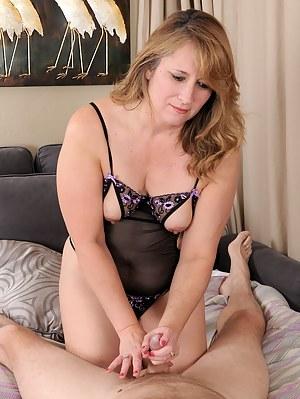 Free Moms Handjob Porn Pictures
